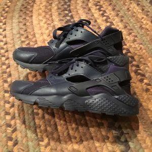 NIKE Huarache Running Shoes. Size 7Y/8.5W-9W